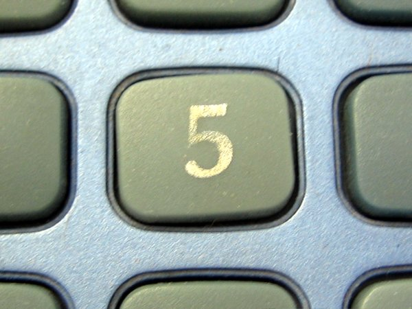 cinq-sur-clavier